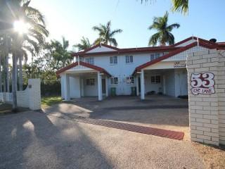View profile: Classic Townhouse In Mundingburra