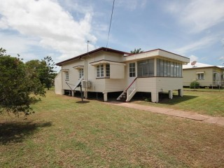 View profile: CUTE COTTAGE – AIRCONDITIONED - MASSIVE YARD